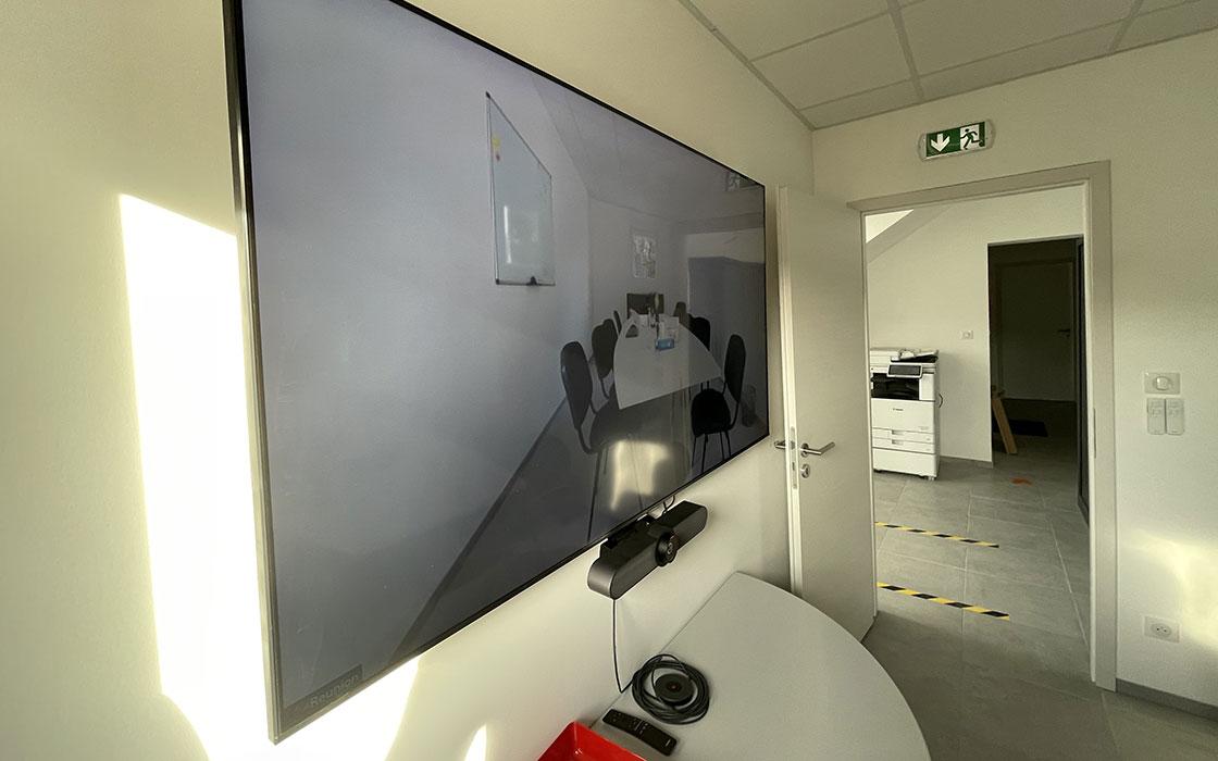 Installation equipement informatique, vidéoconférence, installation vidéoconférence, vidéoconférence entreprise, materiel informatique professionnel